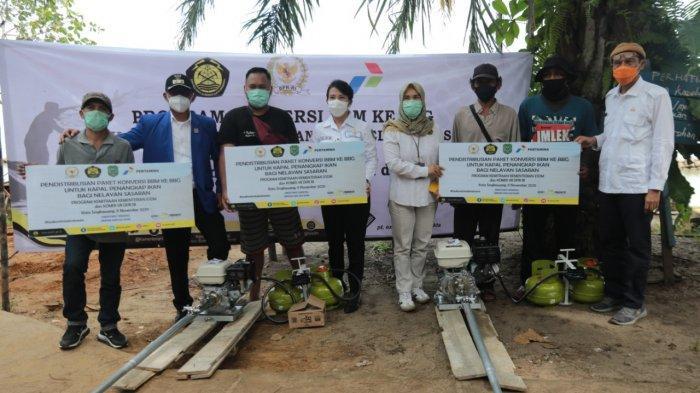 Serahkan Bantuan Kementrian ESDM Kepada Nelayan, Tjhai Chui Mie: Pakai LPG Hemat Biaya Operasional