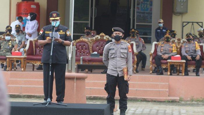 Bupati Citra Duani Pimpin Apel Gelar Pasukan OperasiKetupat Kapuas 2021 di Mapolres Kayong Utara