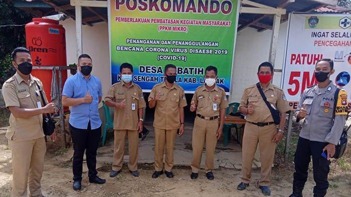 Bhabinkamtibmas Polsek Sengah Temila Kontrol Posko PPKM di Desa Binaan