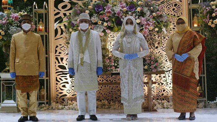 Pernikahan  Kadiskes Kalbar Harisson dan Kadisporapar Kalbar, Windy Prihastari yang berlangsung tertutup di Hotel Mercure Pontianak, Kamis 29 April 2021.