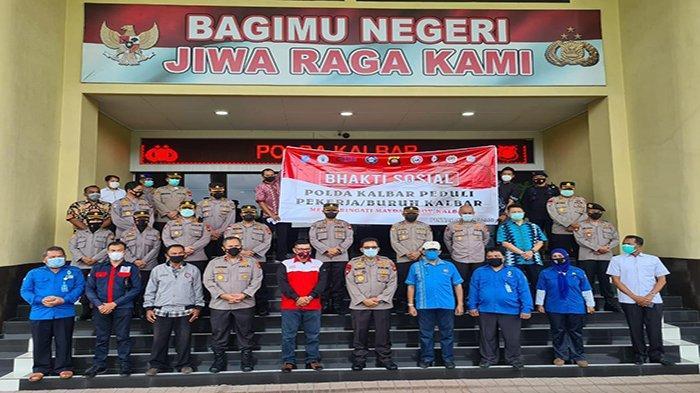 Dalam rangka Hari Buruh yang selalu diperingati setiap 1 Mei, Polda Kalimantan Barat melakukan bhkati sosial. Baksos tersebut dilakukan dengan menyalurkan bantuan sebanyak 7 Ton beras, Jumat 30 April 2021.