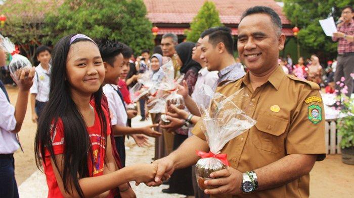 Lomba Tarian Lagu dan Fashion Show dengan Kostum Merah Warnai Imlek Bersama SMPN 19 Singkawang