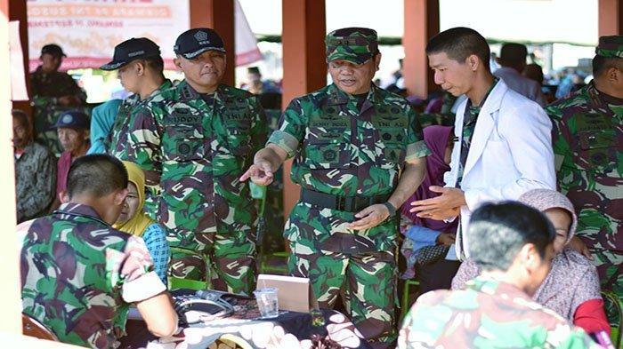 Mayjen TNI Benny Indra Pujihastono: Pengabdian Motivasi Pertama Para Sarjana Masuk TNI - dan-kodiklat-tni-mayjen-tni-benny-indra-pujihastono-terlibat-dialog.jpg
