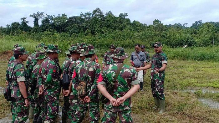 Dandim Sanggau Berikan Pembinaan Teknik Ketahanan Pangan Petani SBS