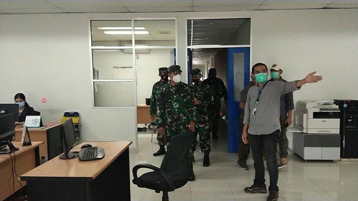 Dandim 1207/BS Kolonel Inf Jajang Kurniawan beserta jajarannya berkunjung ke Kantor Tribun Pontianak yang berada di Jl. Sungai Raya Dalam Kecamatan Sungai Raya, Senin 28 Desember 2020.