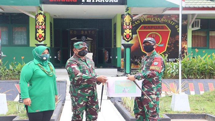 Dansatgas Terima Kunjungan Dankolakops Korem 121/ABW di Mako Satgas Pamtas RI-Malaysia Yonif 642/Kps