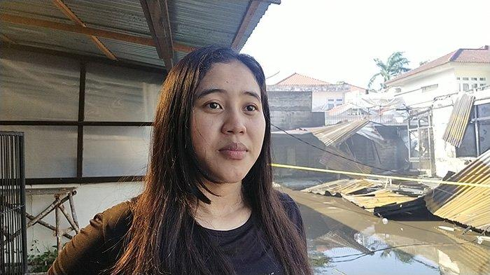 Meli, saksi mata dilokasi kebakaran asrama polisi yang berada di Jalan Subarkah Pontianak, Senin 5 April 2021.