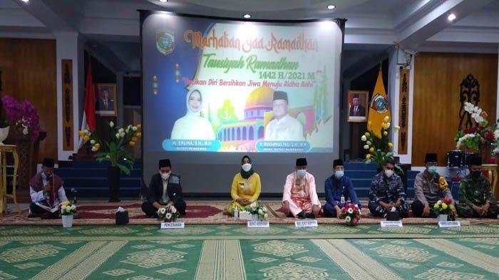 Gelar Tausiah Ramadan Minggu Keempat, Bupati Erlina Ingatkan ASN Tingkatkan Disiplin dalam Bekerja