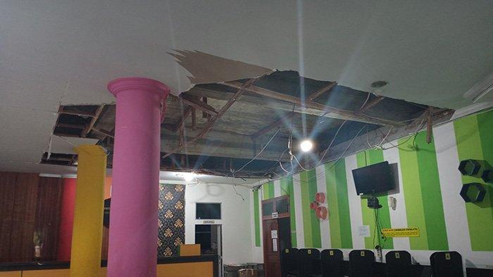 Hampir Tertimpa Reruntuhan Palfon yang Ambruk, Airni Masih Merasa Trauma