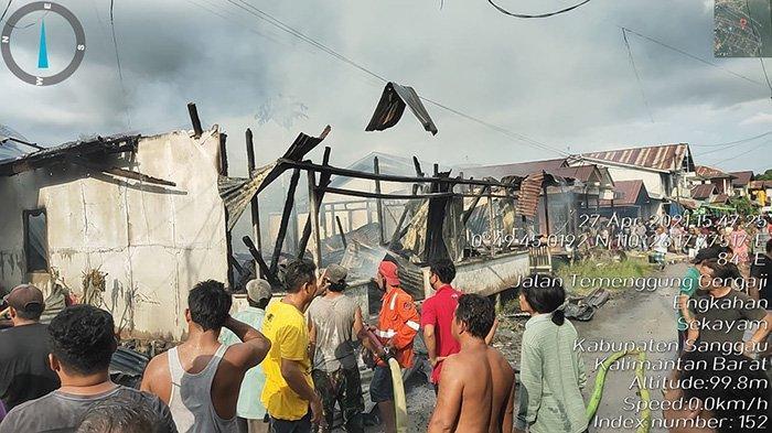 Satu Unit Rumah di Kecamatan Sekayam Dilalap Si Jago Merah