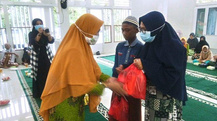 Ketua PD Aisyiyah Mempawah Harap Paket Sembako dan Paket Lebaran yang Diberikan Bermanfaat