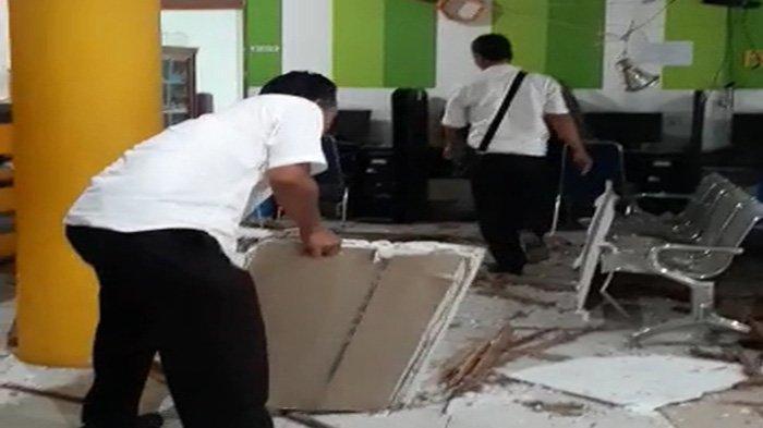 BREAKING NEWS - Plafon Gedung Perpustakaan dan Kearsipan Kabupaten Mempawah Ambruk
