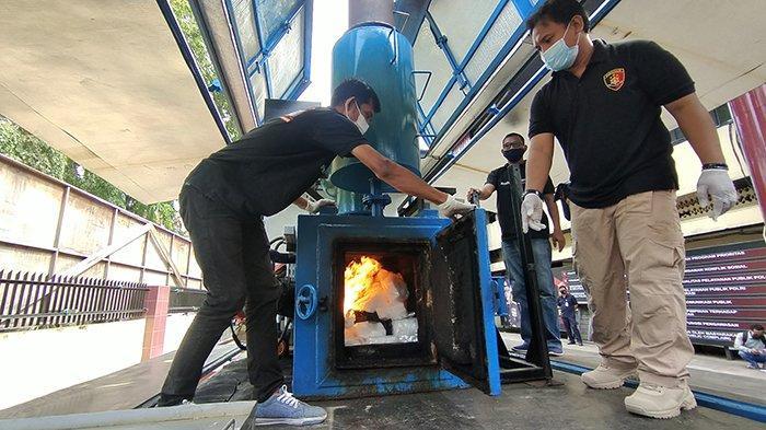 53,65 Kg Sabu Tak Bertuan Dimusnahkan dengan Mesin Incenerator