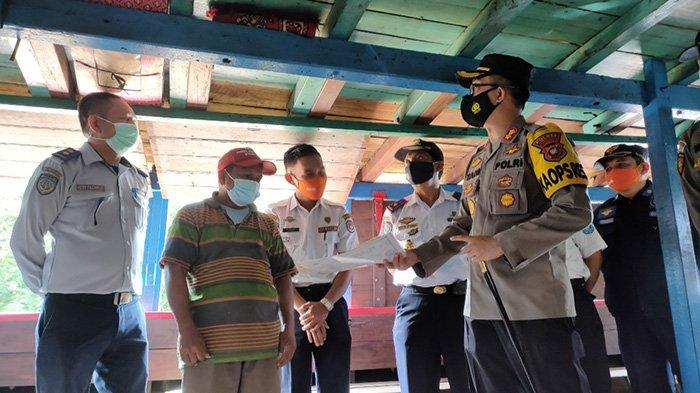 Petugas Gabungan di Kubu Raya Lakukan Pengecekan Terhadap Kapal Angkutan Penumpang dan Barang