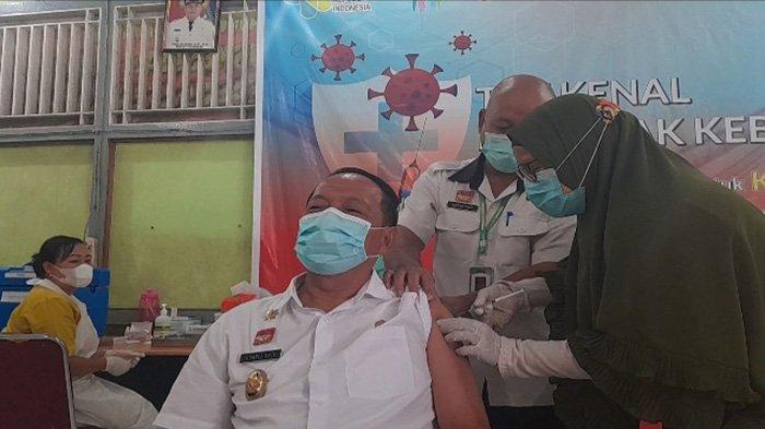Wabup Ontot Terima Vaksin Covid 19 Dosis Kedua