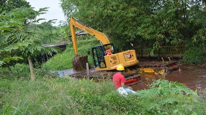 Khairil Apresiasi Pemkab Lakukan Normalisasi Parit di Sungai Raya Dalam