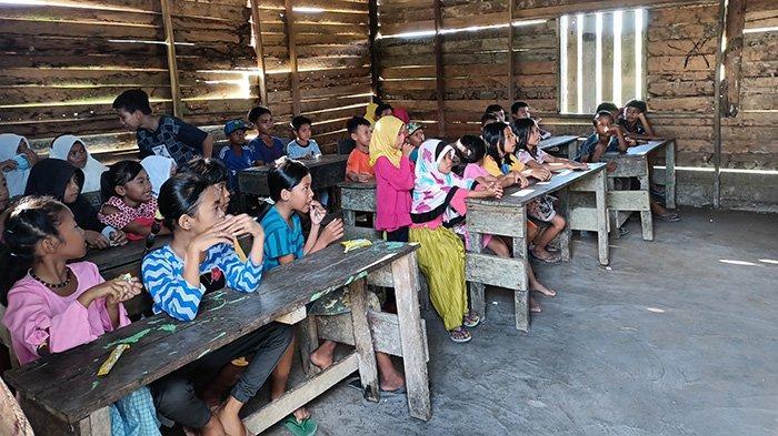 Kepala Madrasah Nur Maliki Sampaikan Terimakasih BEM IAIS dan Polres Sambas