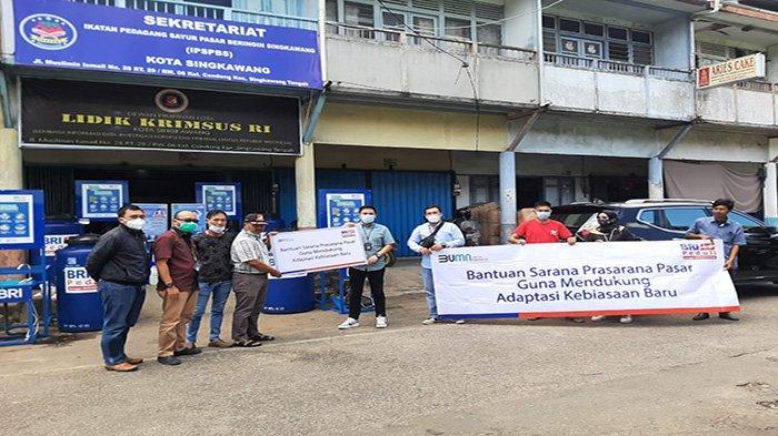 CSR BRI Peduli Sarana dan Prasarana Kebersihan Pasar Diserahkan di Singkawang dan Sambas - dddsds1213214214124214.jpg