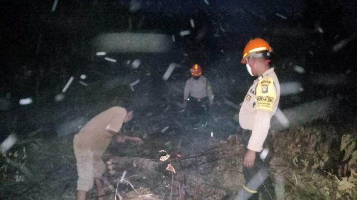 Anggota Polsek Beduai Polres Sanggau Lakukan Pengecekan Enam Titik Hotspot di Kecamatan Beduai