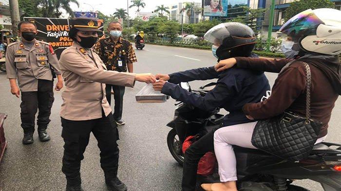 Perkuat Silaturahmi Bersama Masyarakat, Polsek Pontianak Kota Bagikan Ratusan Takjil