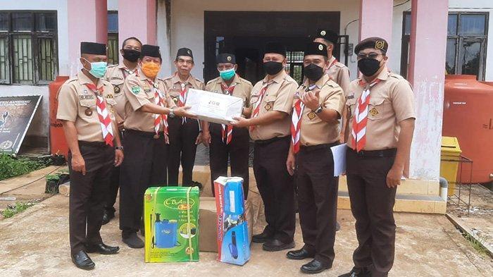 Kwarnas Pramuka Serahkan Bantuan Untuk Penanganan Covid-19 Kepada Kwarcab Gerakan Pramuka Sanggau