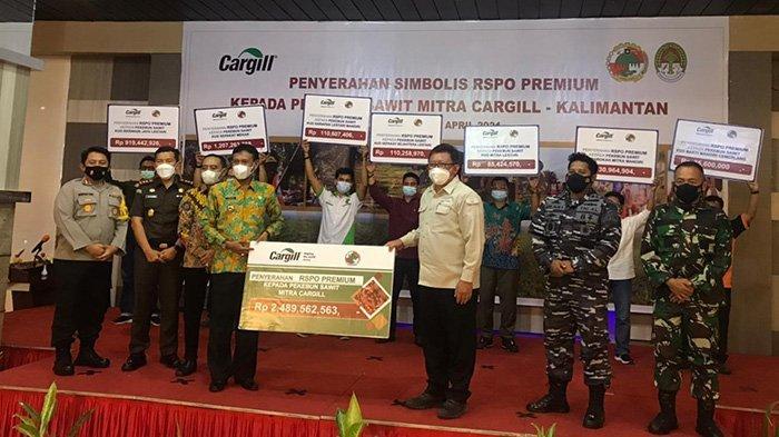 Cargill Serahkan Premi RSPO Sebesar Rp 2,5 Miliar ke Tujuh Koperasi Mitra di Ketapang