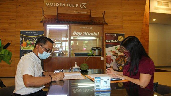 Penandatangan MoU TFC Premium GM Business Tribun Pontianak dengan GM Hotel Golden Tulip