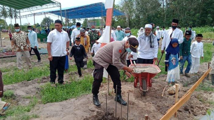Hadiri Peletakan Batu Pertama Pembangunan Pesantren Anak Jalanan, Ini Harapan Kapolsek Rasau Jaya