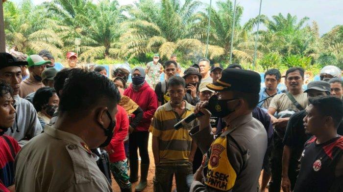 Ratusan Pekerja Demo Perusahaan Perkebunan di Sungai Pinyuh Mempawah, Ini Tuntutannya