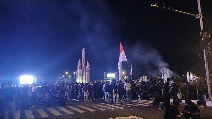 Suasana aksi demonstrasi penolakan undang-undang Omnibus Law di Tugu Digulis Pontianak, Rabu 28 Oktober 2020.