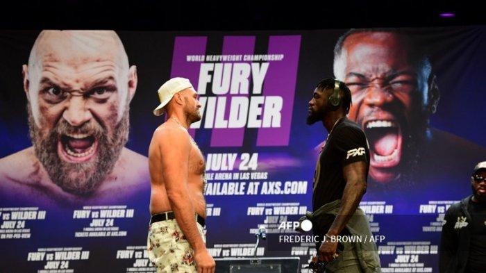 Petinju Deontay Wilder dan Tyson Fury bertemu dalam konferensi pers Selasa 15 Juni 2021 di Los Angeles, California, USA. Dua petinju kelas berat ini akan kembali bertarung dalam perebutan sabuk juara dunia WBC di Las Vegas, Minggu 25 Juli 2021.