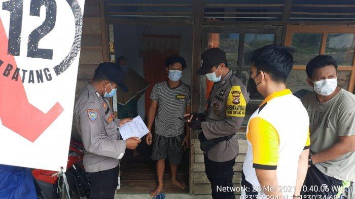 Personel Polsek Sintang Kota Dampingi Tim Lakukan Tracking kepada Warga yang Terpapar Covid-19