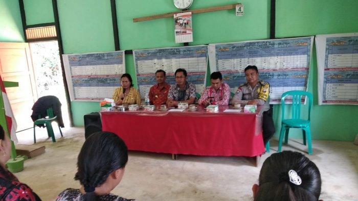 Ikuti Rapat Kerja Kampung KB di Desa Gamang, Bhabinkamtibmas Sampaikan Pesan Ini
