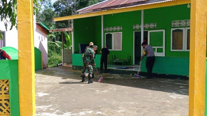 Jelang Idul Adha, TNI-Polri bersama Pengurus Masjid Gelar Baksos Antisipasi Penyebaran COVID-19