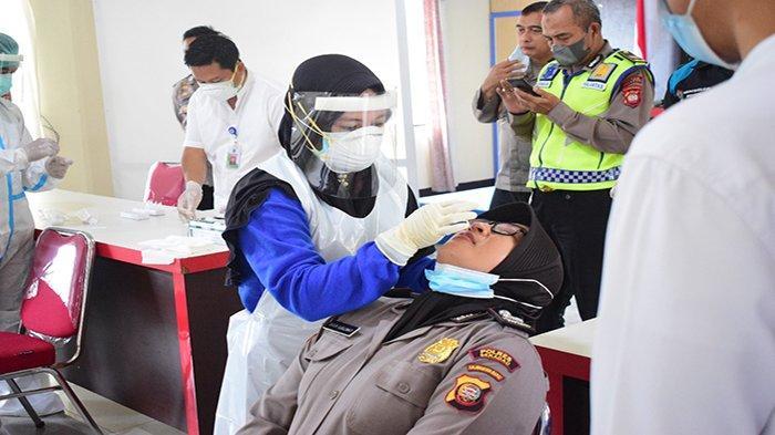 Personel Polres Sekadau Jalani Swab Antigen, Antisipasi Penyebaran COVID-19