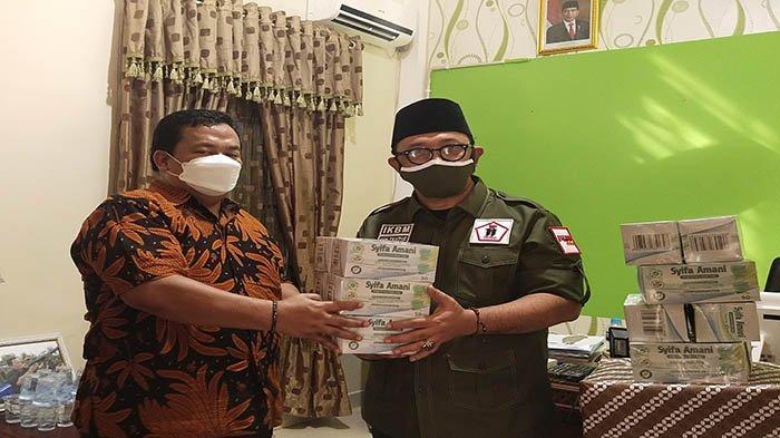 Imlek Saat Pandemi Covid 19, IKBM Kalbar Bagikan Masker ke Masyarakat Pontianak yang Rayakan Imlek