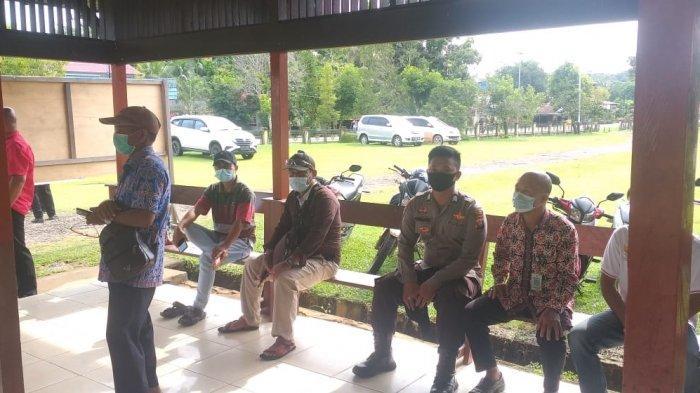 Bhabinkamtibmas Polsek Simpang Hulu Imbau Warga Terapkan Protokol Kesehatan di Masa Pandemi Covid-19