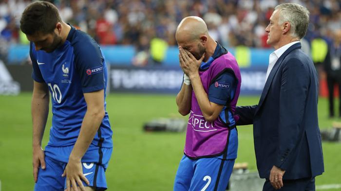 [FOTO-FOTO] Ketika Sedih Melanda Para Bintang Sepakbola Prancis - didier-deschamps_20160711_161825.jpg