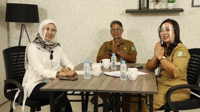 Dinas Koperasi dan UKM Provinsi Kalbar memaparkan program Warung Koperasi UMKM di podcast Tribun Pontianak, belum lama ini.