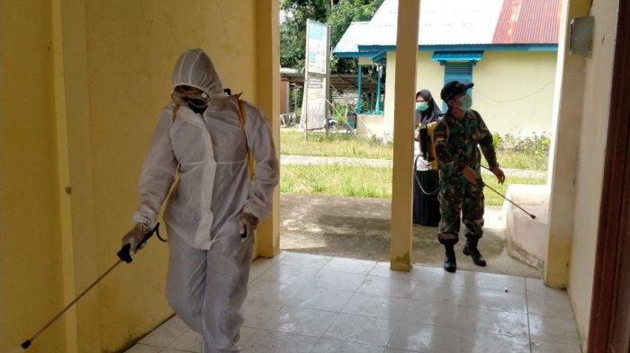 Bhabinkamtibmas Bersama Tim Satgas Gencar Laksanakan Penyemprotan Disinfektan