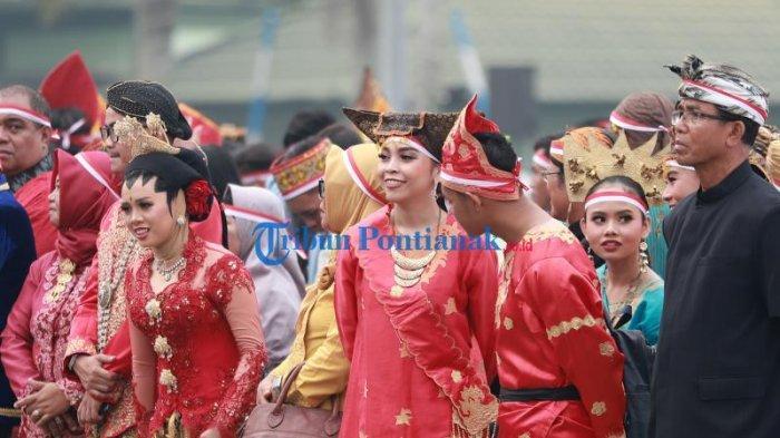 FOTO: Suasana Doa Bersama Masyarakat Kalbar untuk Negeri Demi Persatuan dan Kesatuan Bangsa - doa-bersama-masyarakat-kalbar-untuk-negeri-5.jpg