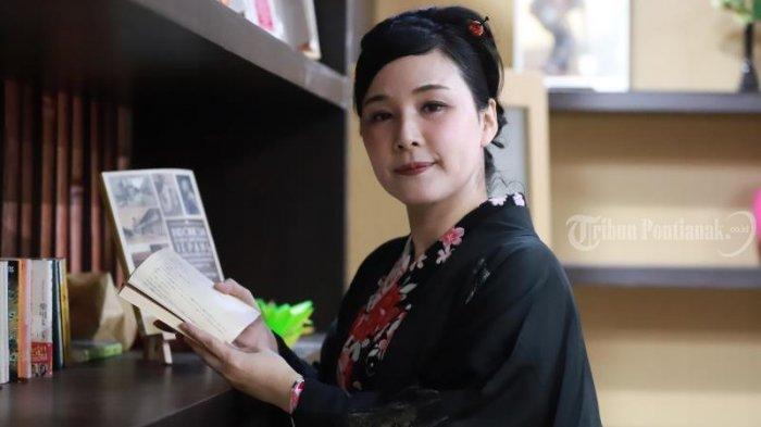 SMART WOMAN - Mengenal Misaka Fujie, Wanita Cantik Pengajar Bahasa Jepang di Untan Pontianak