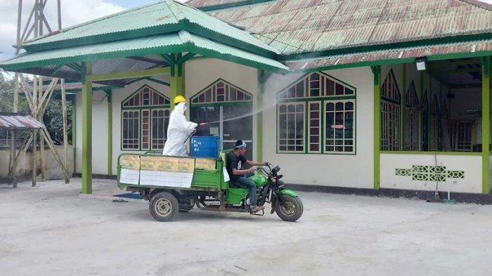 DPD Golkar Sambas dan Relawan Rubaeti Erlita Prabasa Lakukan Penyemprotan Disinfektan