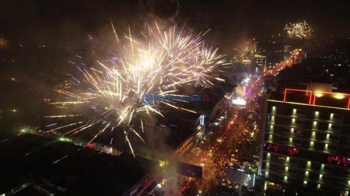 FOTO DRONE: Pesta Kembang Api Sambut Imlek di Kota Pontianak - drone-kembang-api-1.jpg