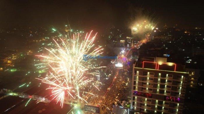FOTO DRONE: Pesta Kembang Api Sambut Imlek di Kota Pontianak - drone-kembang-api.jpg