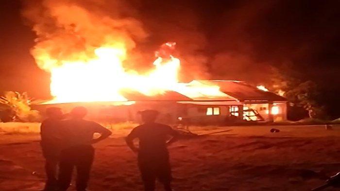 Diduga Akibat Korsleting Listrik, Rumah Dinas Kejaksaan Negeri Sekadau Terbakar