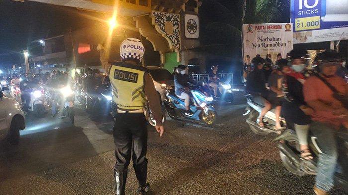 Kapolsek Pontianak Timur Imbau Masyarakat Selama Pandemi Pengguna Jalan Harus Gunakan Masker