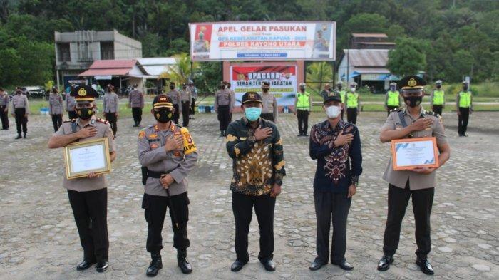 Bupati dan Ketua DPRD Beri Penghargaan pada 2 Perwira Polres Kayong Utara, Ini Prestasinya
