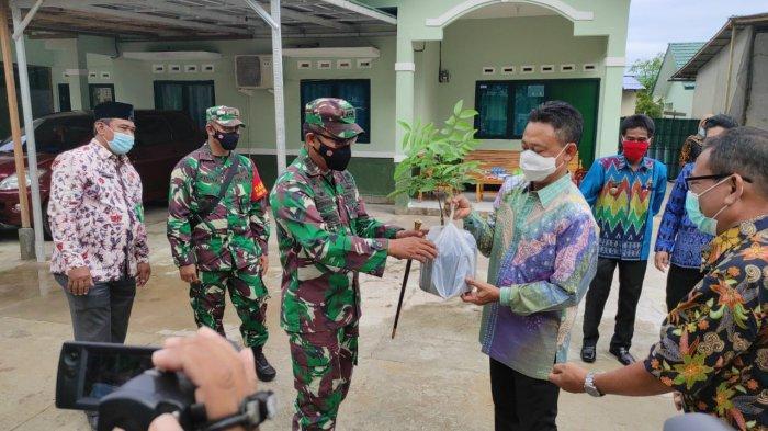 Wujudkan Kota Hijau, Wali Kota Pontianak dan Dandim Tanam Pohon di Komplek Asrama Hidayat