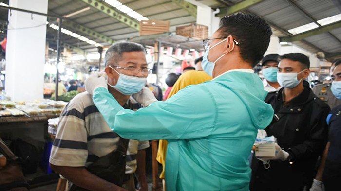 Bagikan Masker di Pasar Tradisional, Edi Rusdi Kamtono: 95 Persen Semua Telah Menggunakan Masker
